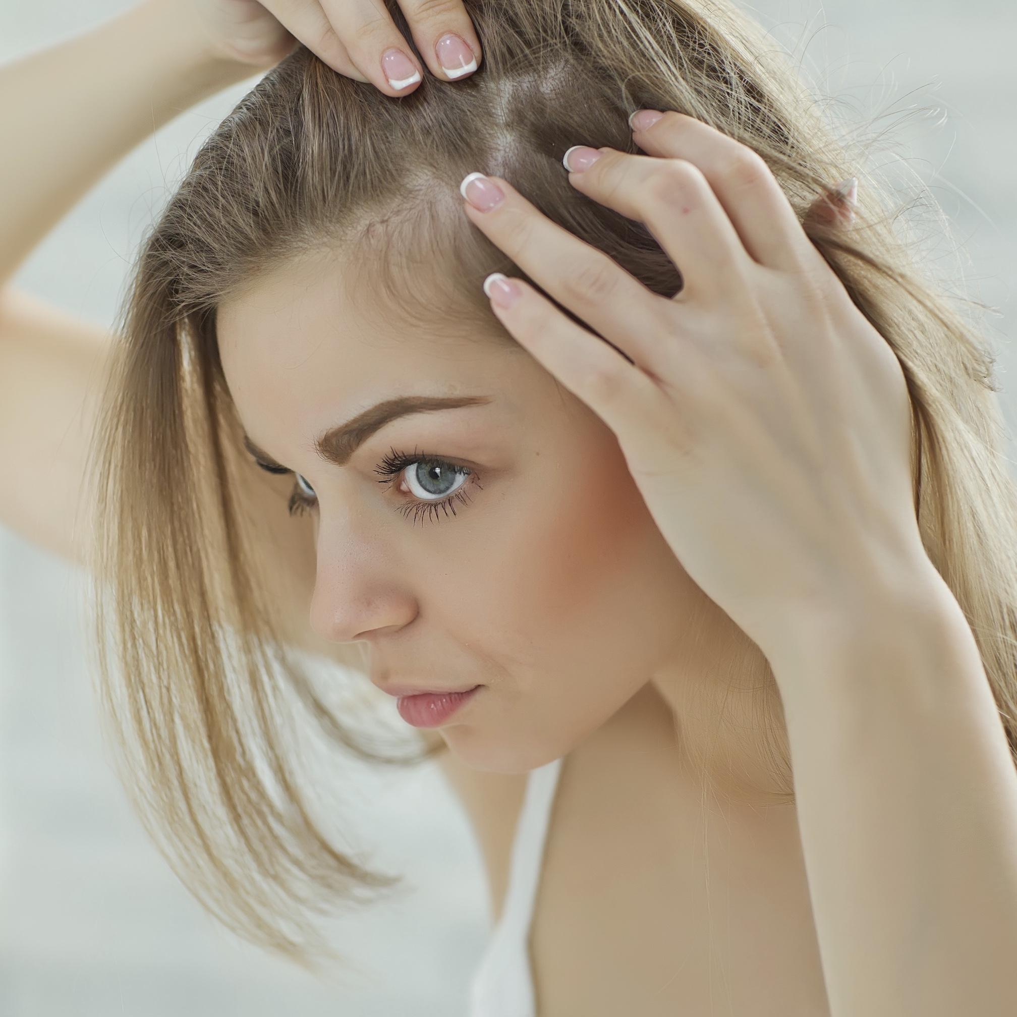 薄毛の悩みは分け目で変わる?プロが教える薄毛隠しのポイント術