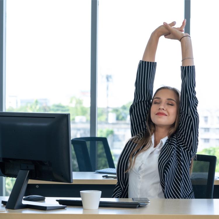 たった5分で身体をリセット!お仕事の合間にできる簡単ストレッチ