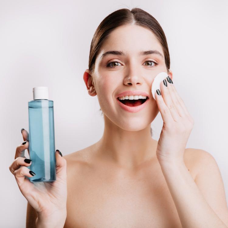 肌に合う化粧水の選び方!うるおいに満ちた透明感のある肌へ!