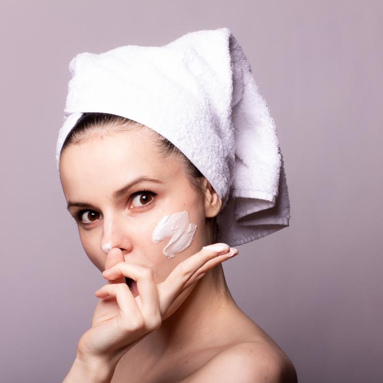 いちご鼻はスクラブ洗顔で解決!肌に優しく毛穴ケアができるスクラブ洗顔料