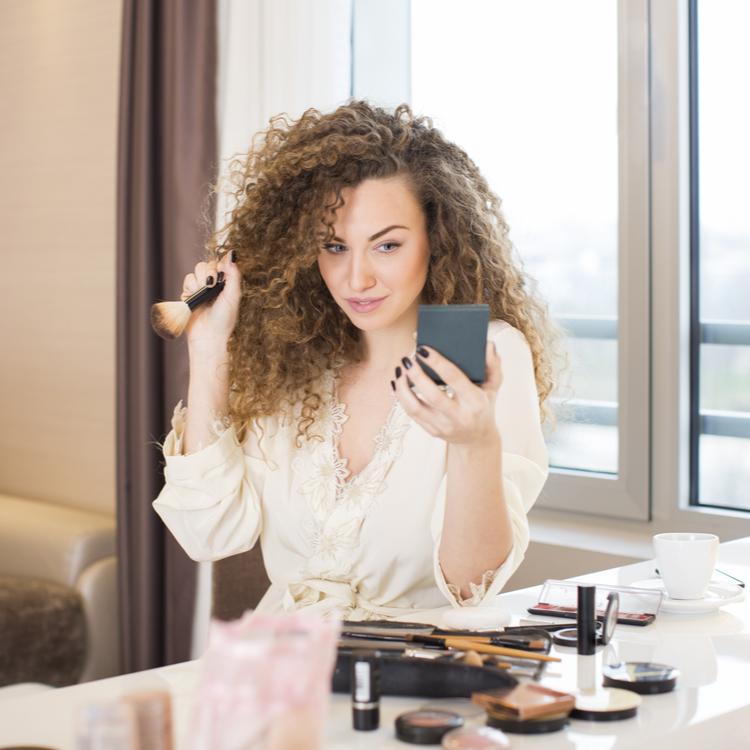 朝はとにかく時間が無い!頑張る女性の為の、美しく仕上がる「10分スキンケア~フルメイク術」