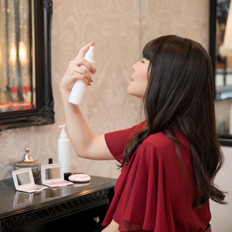 乾燥対策に!メイクの上から保湿「ミスト化粧水」の選び方とおすすめアイテム