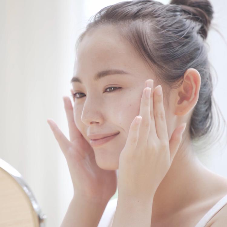 いつも使っている化粧水がピリピリする…「乾燥性敏感肌」のサインかも!