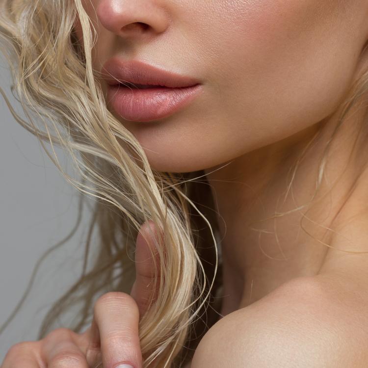 唇の皮むけにはどう対処する?簡単に実践できる「リップパック」方法
