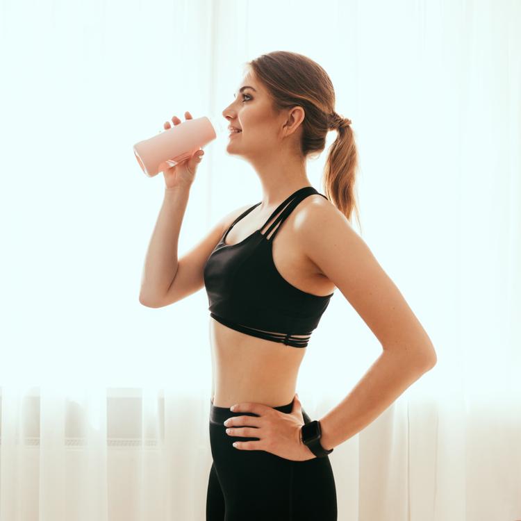 「プロテインを飲むとムキムキになる」のは間違い!プロテインを活用して「痩せボディ」をGETする方法