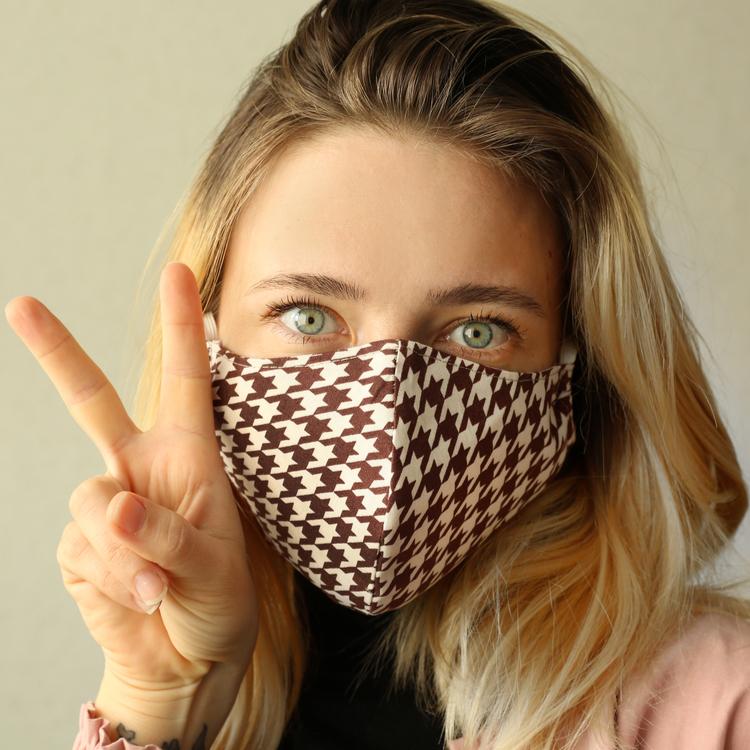 マスクにべったり付くのを回避できる!?「ファンデーション」選びのポイント