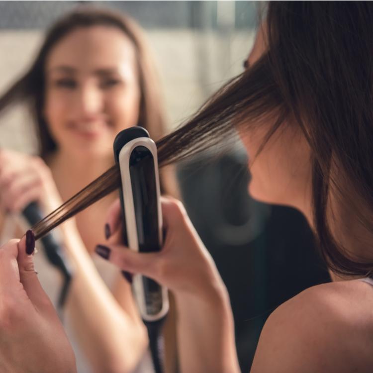 髪がうねりやすい梅雨の時期のヘアケア法&おすすめヘアアイロンを紹介!