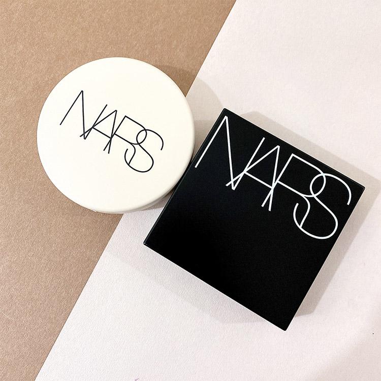 NARSで話題の2大クッションファンデーション、その違いとは?