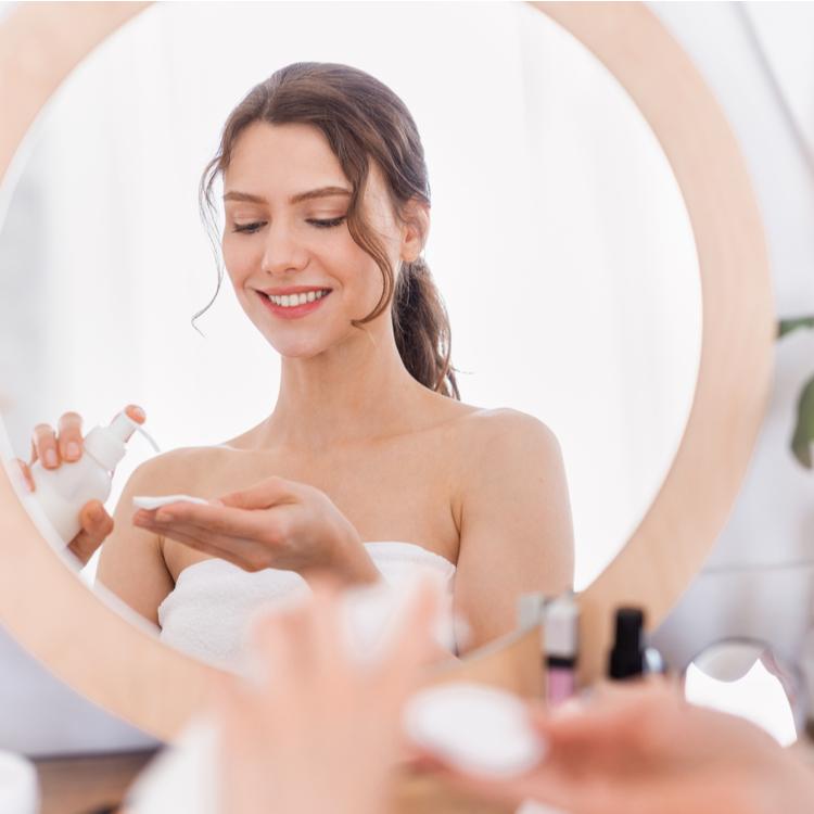 お肌のカサつきは「セラミド」不足が原因かも!セラミド配合の化粧水で潤いを取り戻そう!