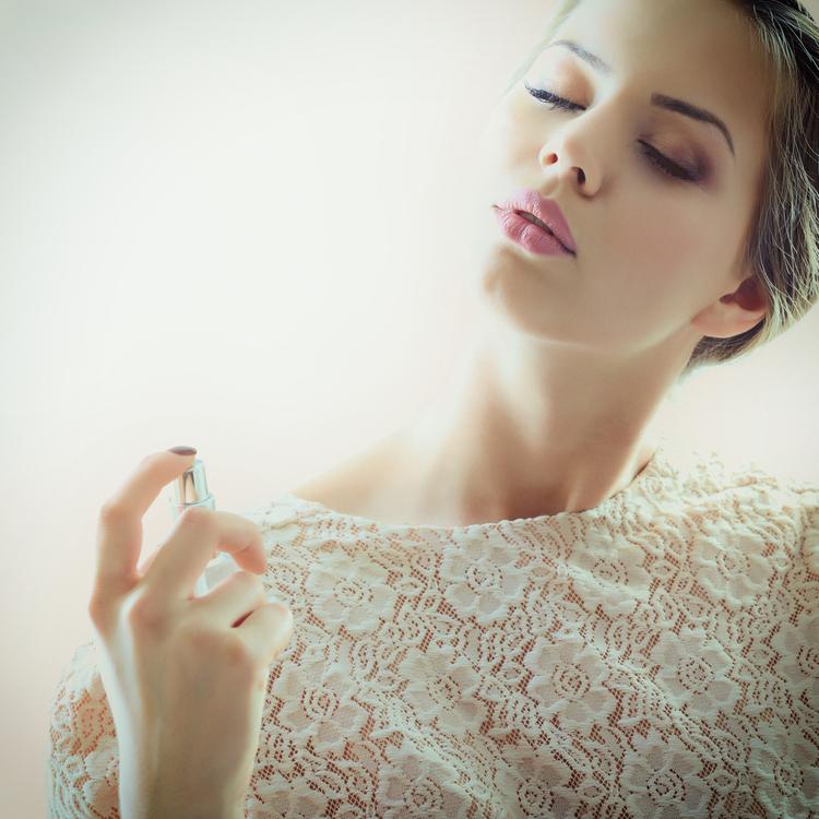 ボディミストを完全攻略!保湿しながらいい香りを漂わせるおすすめアイテムの使い方
