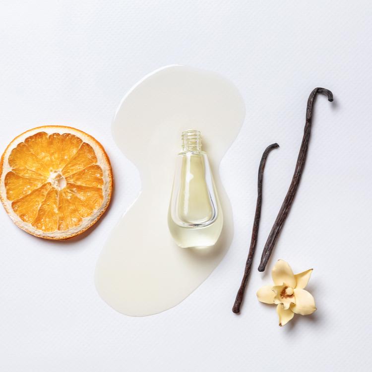 上品な甘いバニラの香りをふんわり身に付けよう!人気の香水を紹介!