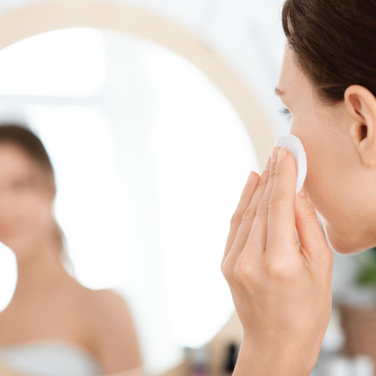 ふき取り化粧水の効果とは?毎日のお手入れにプラスして周りと差をつける!
